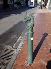 木, 2010-12-02 09:30 - かつては馬止め?今は歩道との境  French Quarter, New Orleans