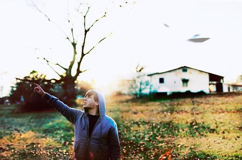 無料写真素材, 人物, 男性, 指差す, UFO, アメリカ人