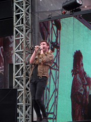kids in glass houses at Sonisphere 2011.