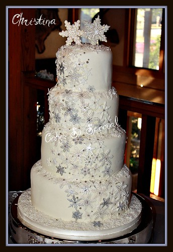 Fancy Pine Cone Lace Wedding Cake