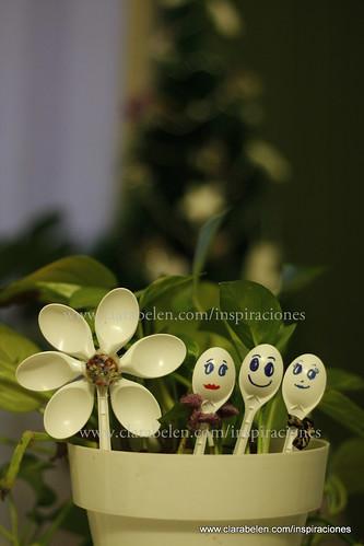 Manualidades: flores con cucharas de plástico para macetas