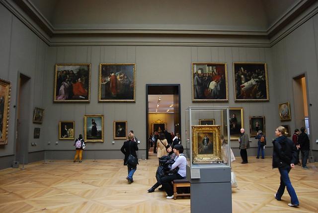 En las salas del Museo del Louvre de París