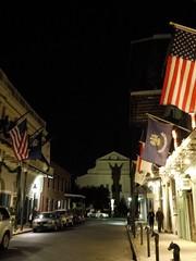 木, 2010-12-02 19:54 - St. Louis Cathedral裏手に浮かび上がるキリスト French Quarter, New Orleans