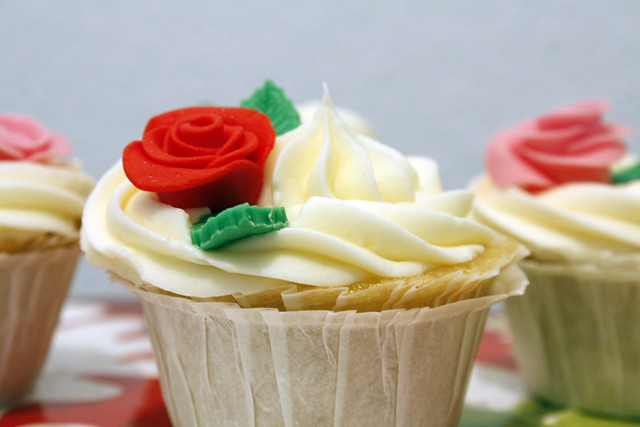 How To Make Fondant Roses and leaves for Cupcakes & Wedding/Bridal Cupcakes and Cake Pops