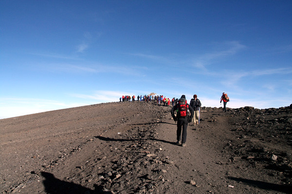 6684824053 224e7e4d98 z El equipo YokmoK hace cumbre en el Kilimanjaro