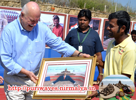 USA Ambassdor Mr. Peter Burleigh visited the Sand Sculpture of Lord Jagannath