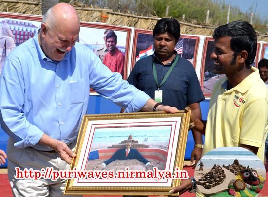 USA Ambassdor Mr. Peter Burleigh visited the Sand Sculpture of Lord Jagannath