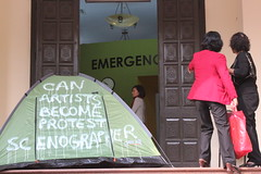 EMERGENCY ROOM HANOI / CAN artists become protest scenogaphers ?""