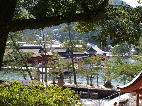Itsukushima Shrine from Toyokuni Shrine by girl from finito