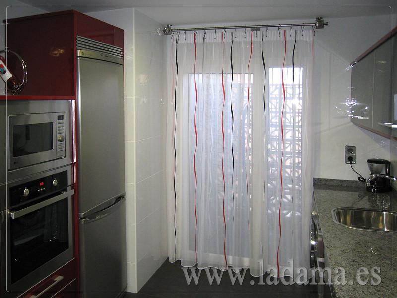 Cortinas y visillos para cocina la dama decoraci n for Cortinas modernas para puertas de cocina