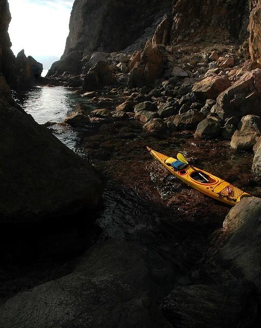 Desembarque entre las rocas