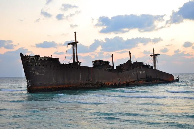 Un barco griego en la isla de Kish