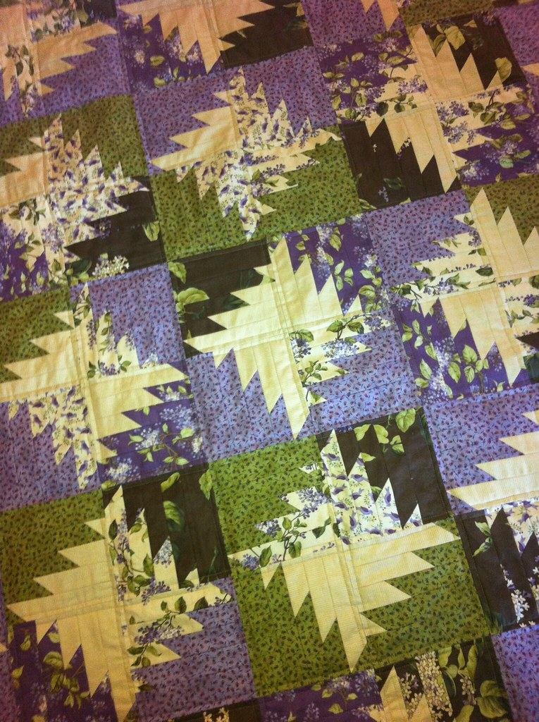 Lilac Hill Buzz Saw quilted