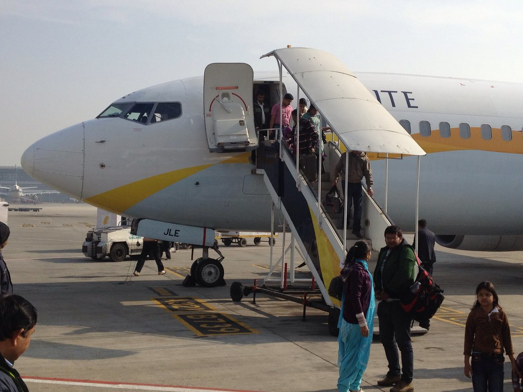 Jet Airways' VT-JLE: Boeing 737-800