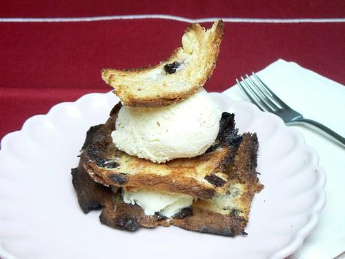Millefoglie di panettone e gelato alla vaniglia