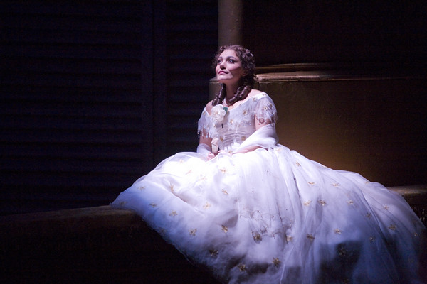 Ailyn Pérez as Violetta in La traviata © Neil Gillespie/ROH 2012
