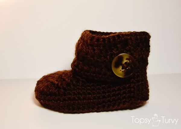 crochet-baby-wrap-button-boot-boy