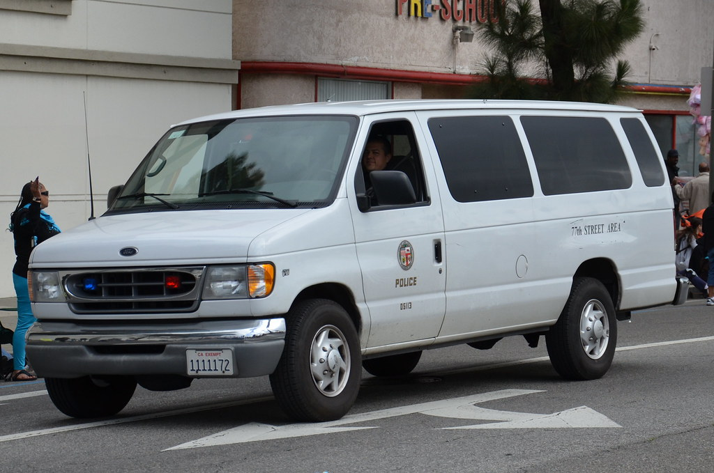 LOS ANGELES POLICE DEPARTMENT (LAPD) - FORD CLUB WAGON VAN
