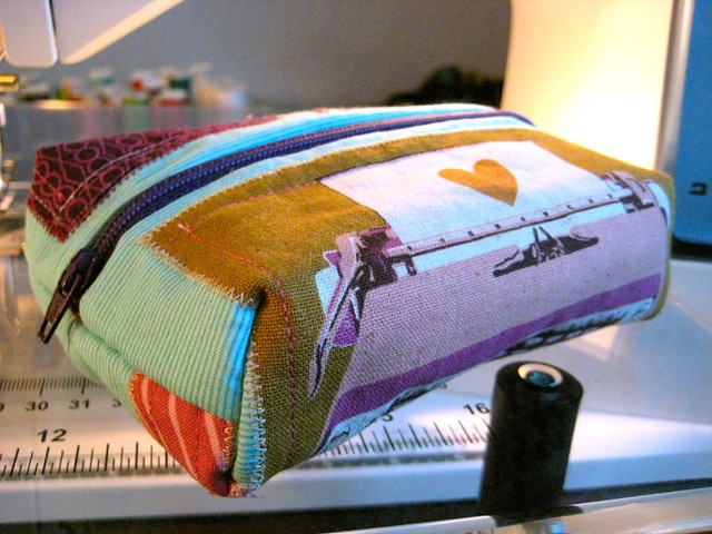 Zippered Book Cover Tutorial ~ Mommy for reals zippered pouch tutorial and a giveaway