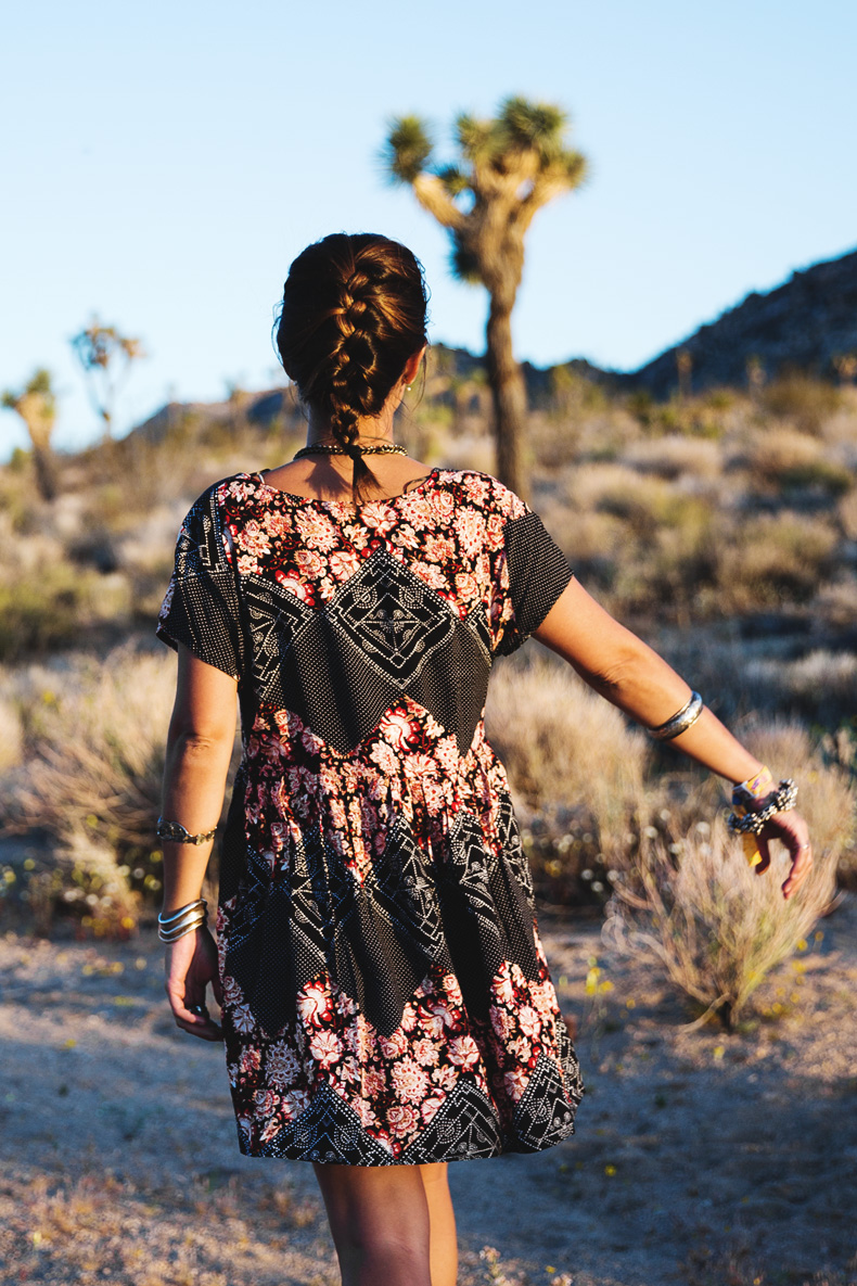 Joshua_tree-Coachella_2014-Festival_Outfit-Floral_Dress-Cut_Out_Boots-Braid-Desert-13