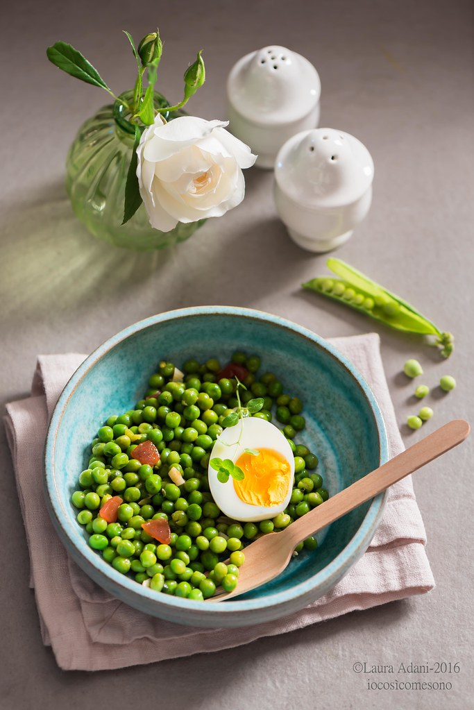 green peas with boiled eggs