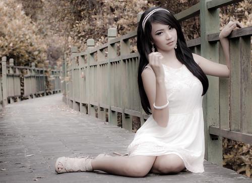 無料写真素材, 人物, 女性  アジア, 女性  座る, ワンピース・ドレス