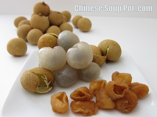 [photo-fresh longan and dried longan fruit]