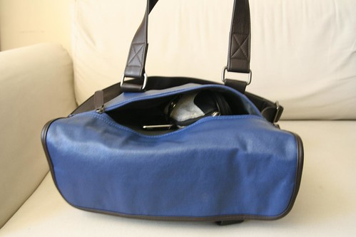 Akiko Laptop Bag from Mamtak Bags (rear pocket)