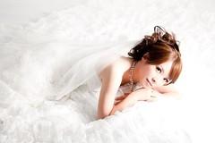 [フリー画像素材] 人物, 女性 - アジア, 行事・イベント, 結婚式, ウエディングドレス, 台湾人, 女性 - 横たわる・寝転ぶ ID:201112121200