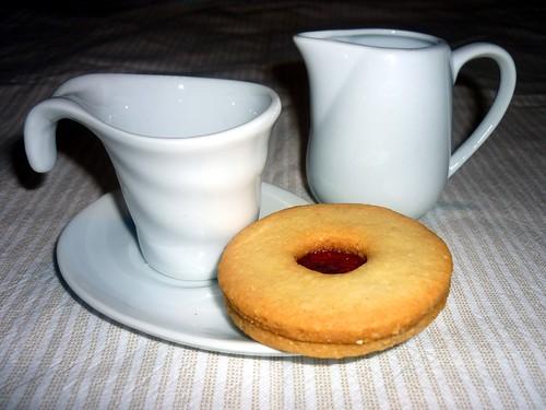 Biscotti di mandorle con marmellata