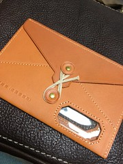 coin purse(0.0), handbag(0.0), strap(0.0), wallet(0.0), bag(1.0), orange(1.0), brown(1.0), leather(1.0), tan(1.0),