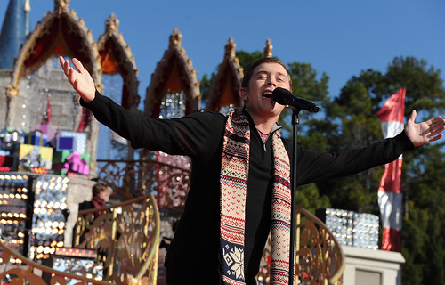 'AMERICAN IDOL' SCOTTY MCCREERY STARS IN DISNEY PARKS CHRISTMAS DAY PARADE TV SPECIAL