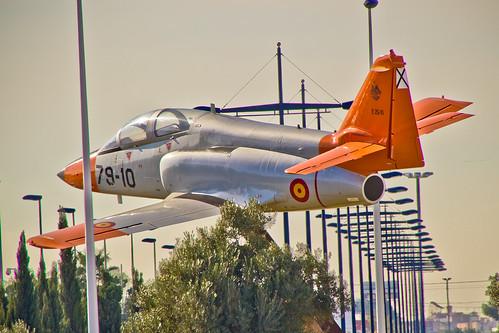 Volando bajo... un CASA C-101 -AVIOJET