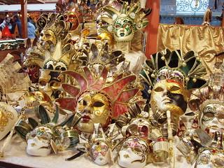 200512120005_Strasbourg_Christmas_market_mask_stall