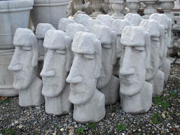 Attirant Easter Island Heads