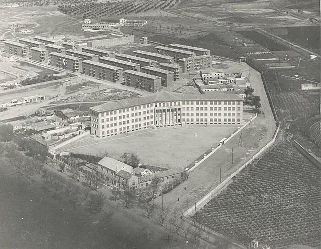 Vista aérea de la Escuela Normal de Magisterio de Toledo a mediados del siglo XX