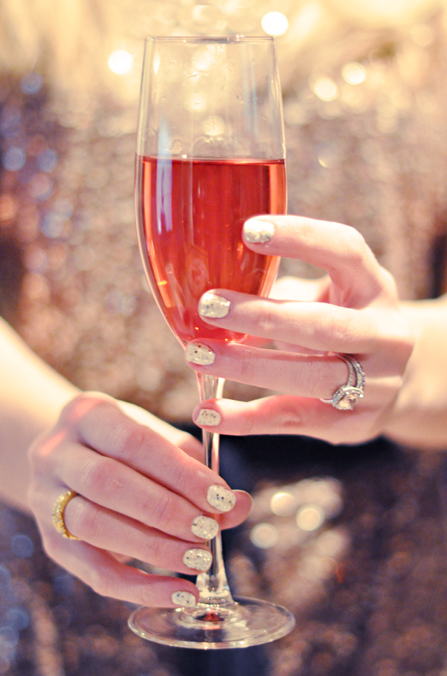 champagne- nails-new years eve