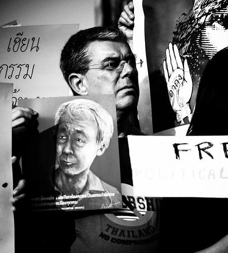 """เมืองไทย 2555 อะไรรอเราอยู่ ตอน 7: คุยกับ """"ซี.เจ. ฮิงกิ"""" ว่าด้วยเสรีภาพอินเทอร์เน็ตและการเซ็นเซอร์"""