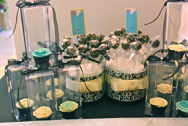 Custom Cake Pops Baskets and Individual Cupcake Boxes 30227348