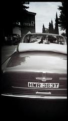 Novios en coche - Edward Olive fotografo bodas