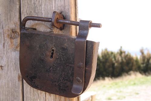 Detalle de la puerta de acceso al recinto de Loarre