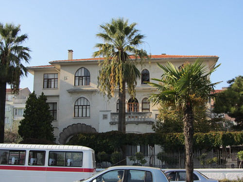 Balikesir: Old beautiful house on Vasif Cinar Cd (2)