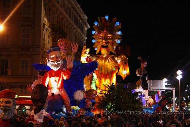 foto sfilata carri illuminati al Carnevale Nizza Francia