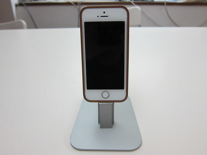 Twelve South HiRise for iPhone 5 & iPad Mini - With iPhone 5s (Front)