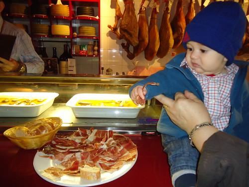 Zaragoza | La Jamonería | Adrián con jamón