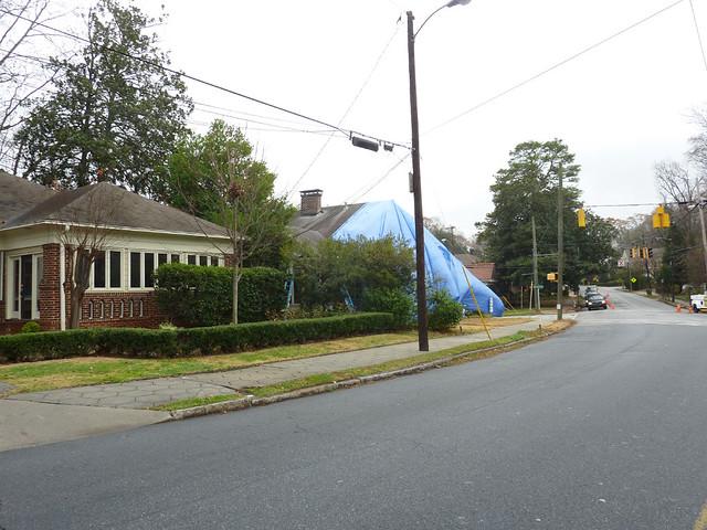 P1020941-2011-12-06-1325 NORTH-HIGHLAND-poptop-demo-blue-tarp-driving-South