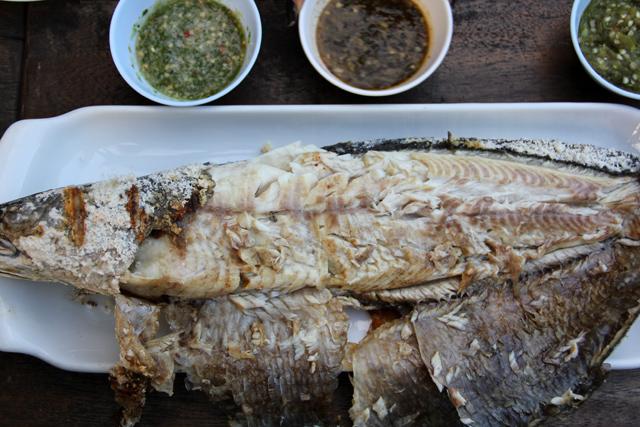 Pla Chon Pao (ปลาช่อนเผา)