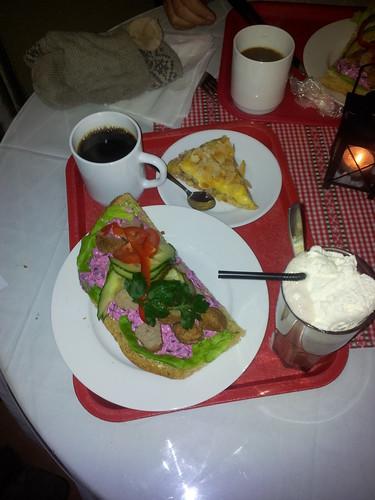 Mättnad Café by Terry Ekelöf