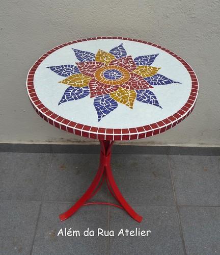 Mesa de mosaico com mandala