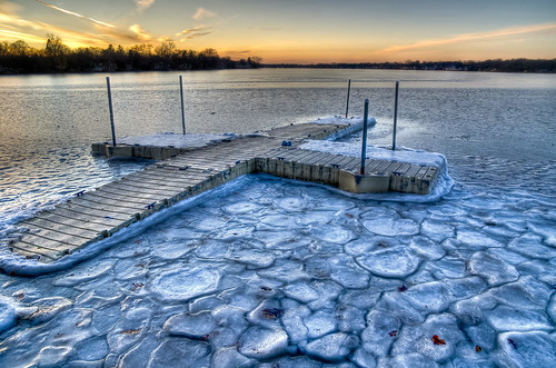park sunset lake chicago ice frozen illinois northwest suburb crystallake mainbeach